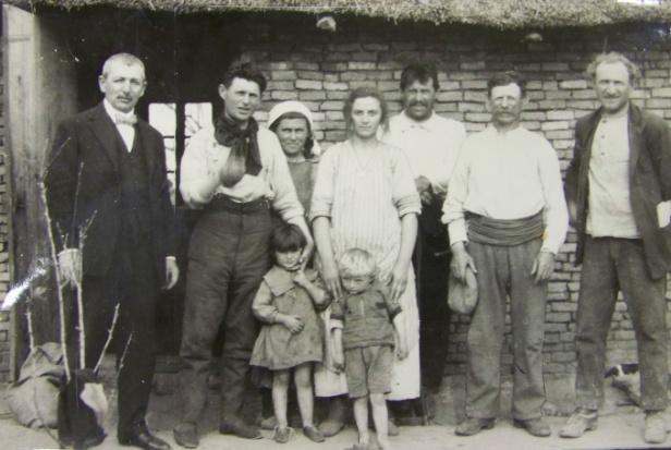 familia de colonos en Clara.jpg